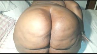 Big ebony booty twerking and fingering ass