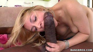 Sara Vandella takes on Mandingo